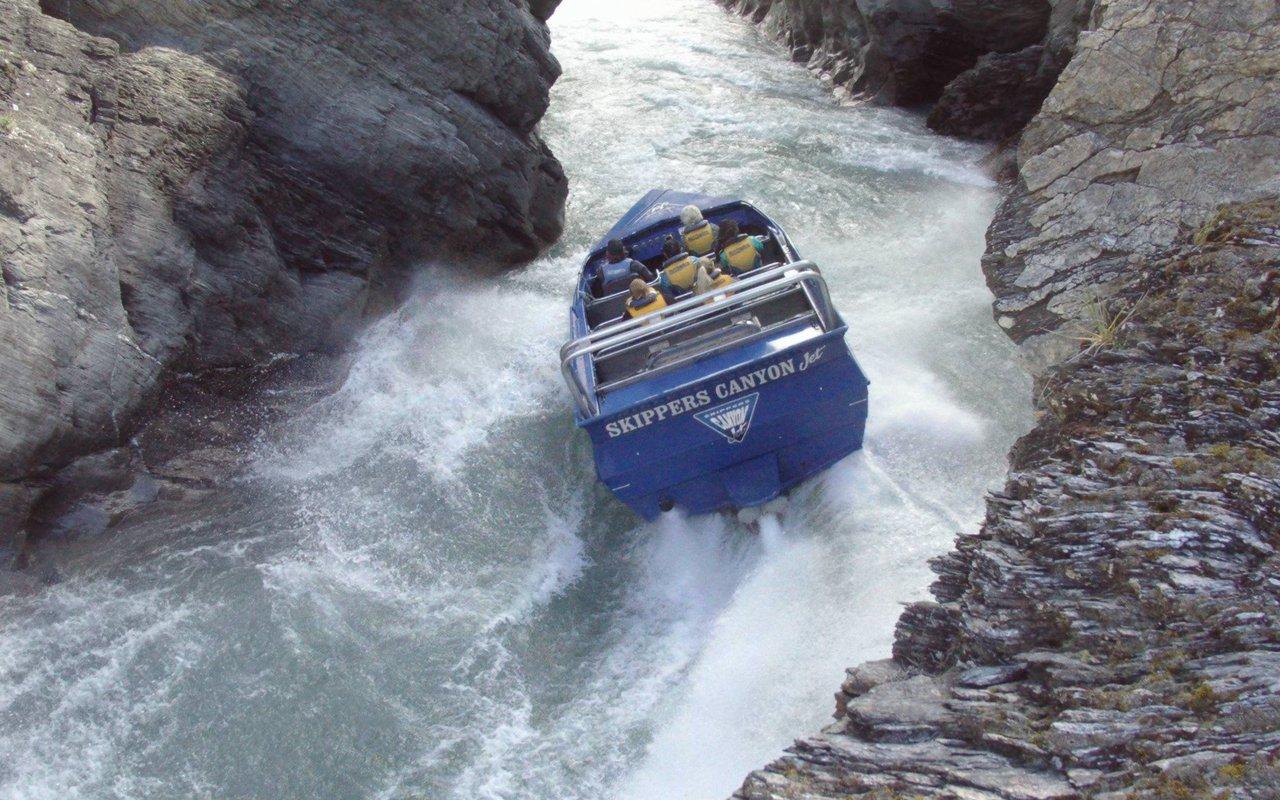 AWAYN IMAGE Skippers Canyon Jetbaoting or Hiking