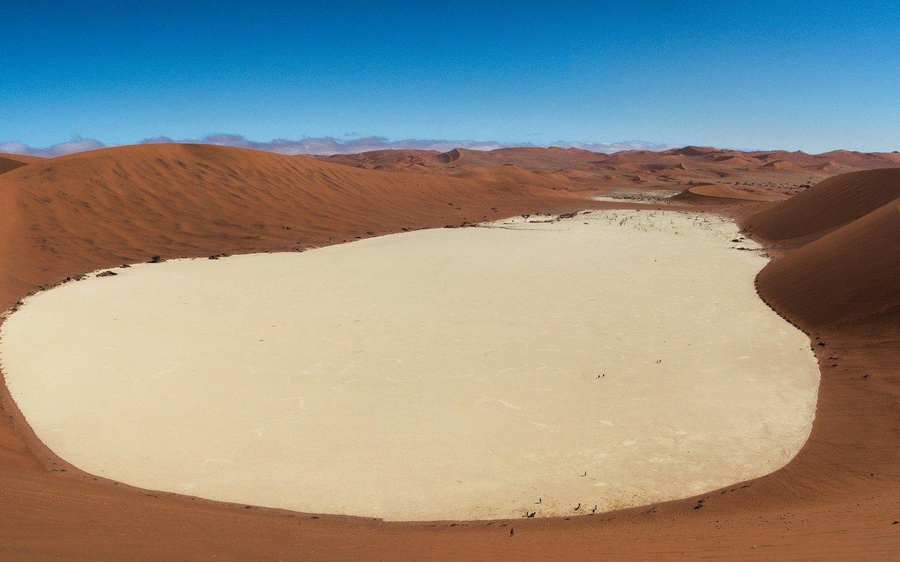 AWAYN IMAGE Namib-Naukluft Park in Namibia Deadvlei
