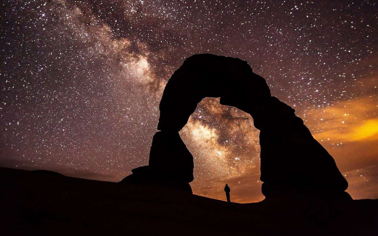 AWAYN IMAGE Star watching at Double Arch