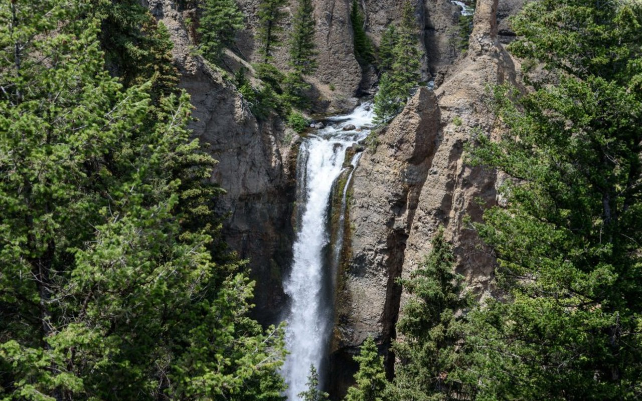 AWAYN IMAGE Tower Falls Trail Yellowstone National Park