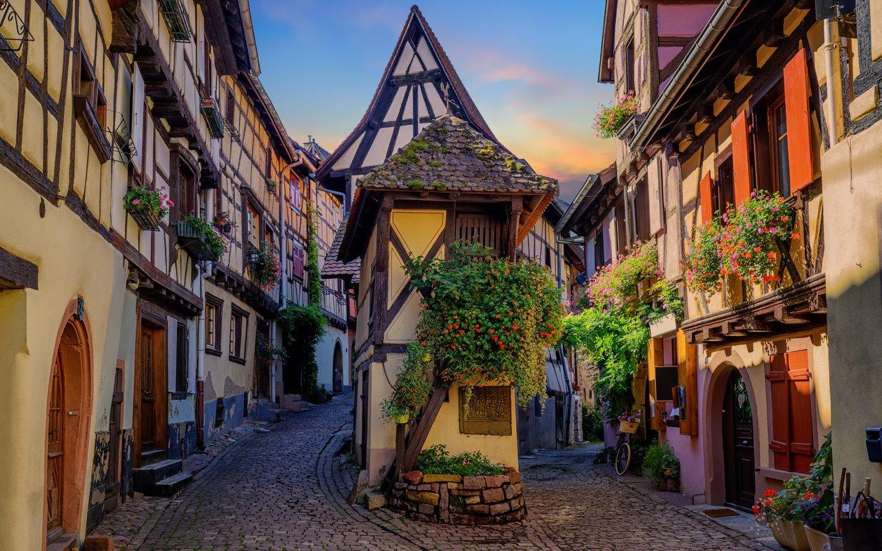 AWAYN IMAGE Walk around the Town of Eguisheim