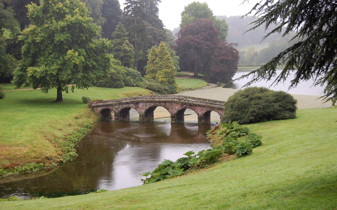 AWAYN IMAGE Stourhead Bridge Gardens