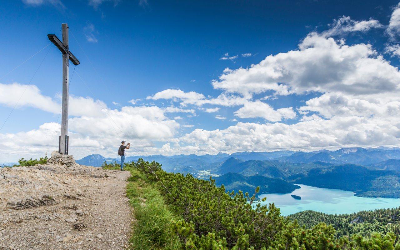 AWAYN IMAGE Hike in Kochelsee Lake