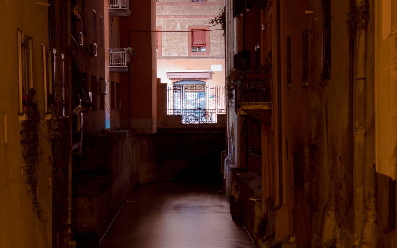 AWAYN IMAGE Finestrella di Via Piella