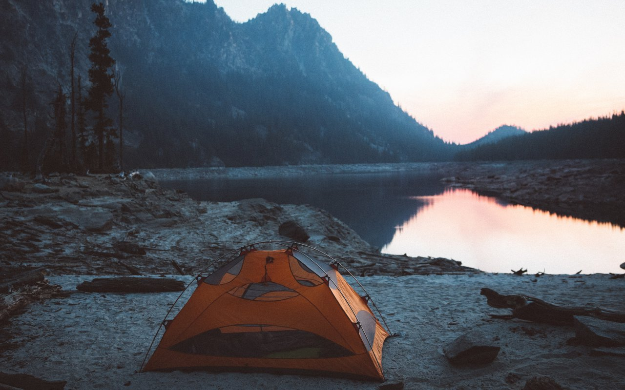AWAYN IMAGE Alpine Lakes High Camp