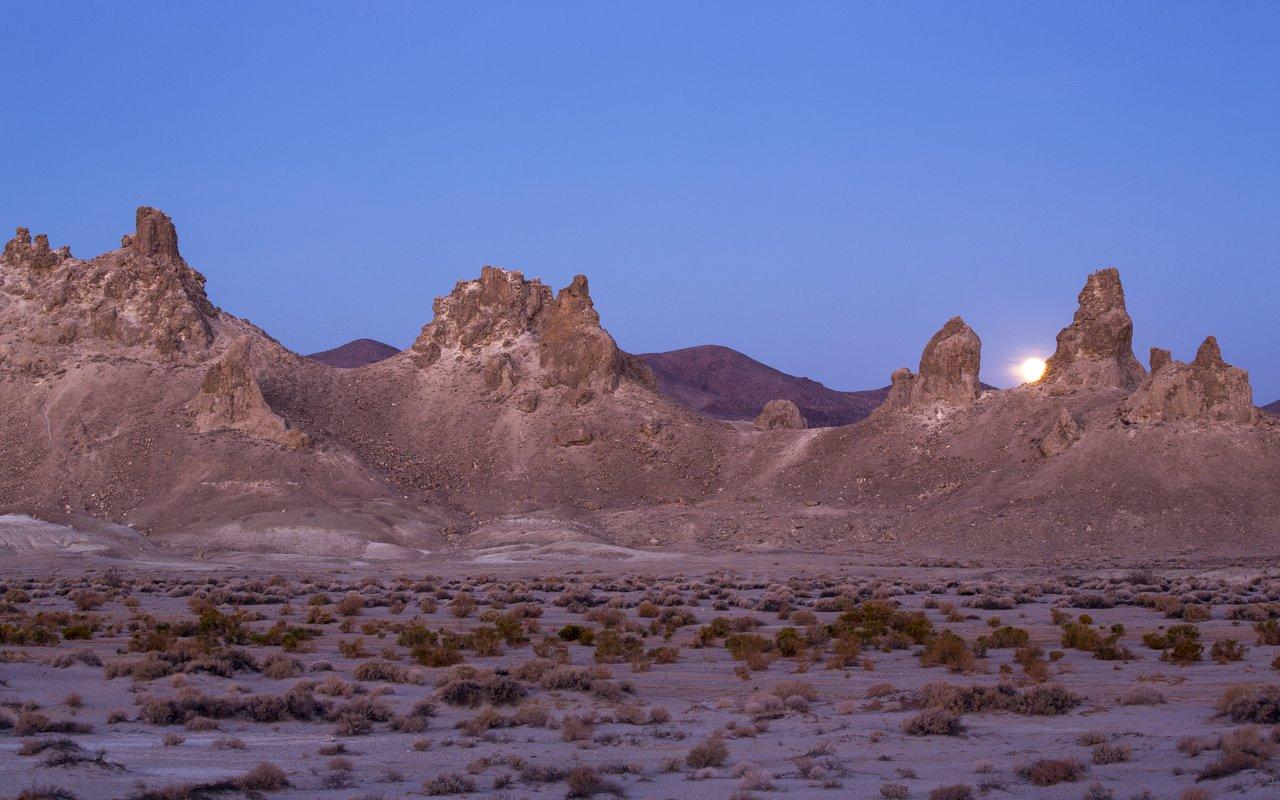AWAYN IMAGE Trona Pinnacles ( HBO WestWorld )