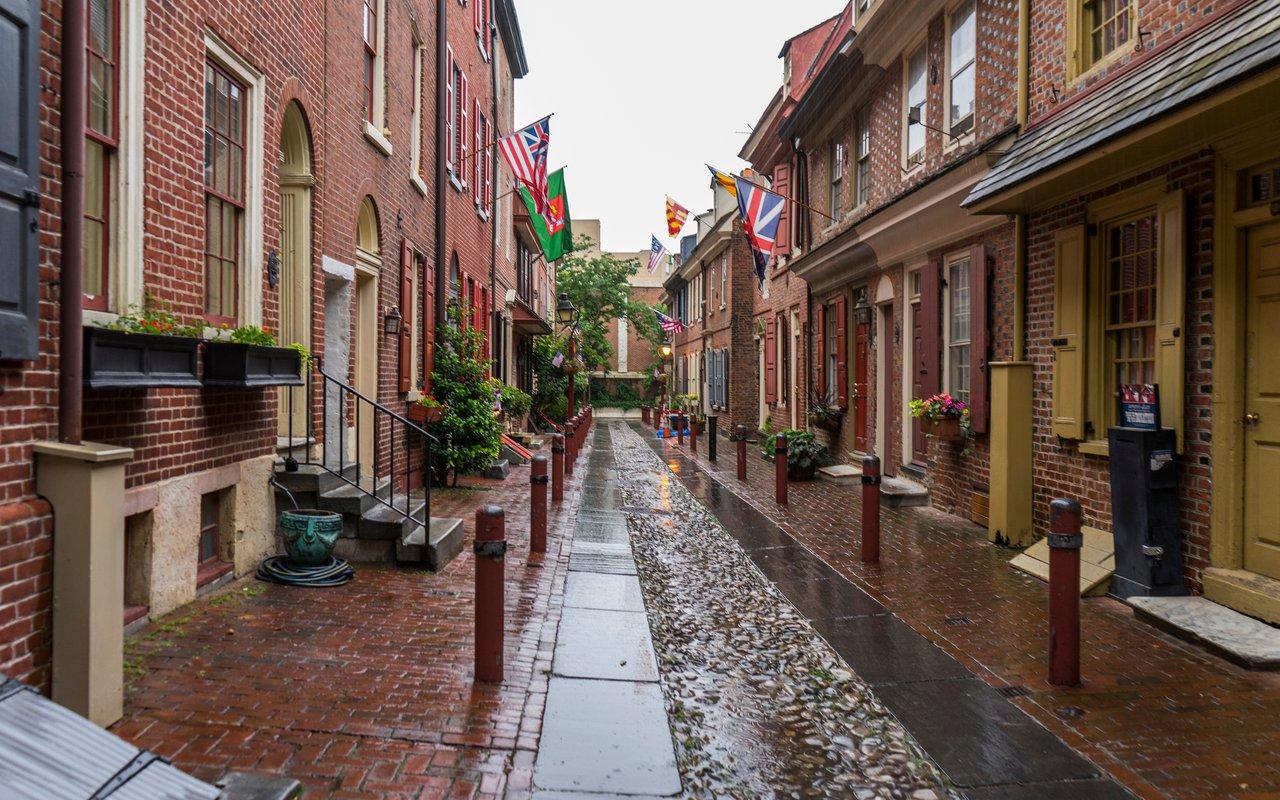 AWAYN IMAGE Walk around the Elfreth's Alley