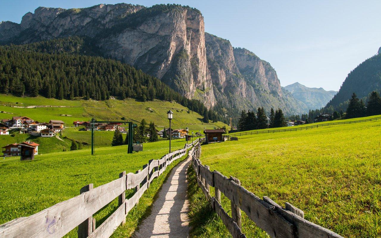 AWAYN IMAGE Hiking trip to Selva di Val Gardena Nteur Selva