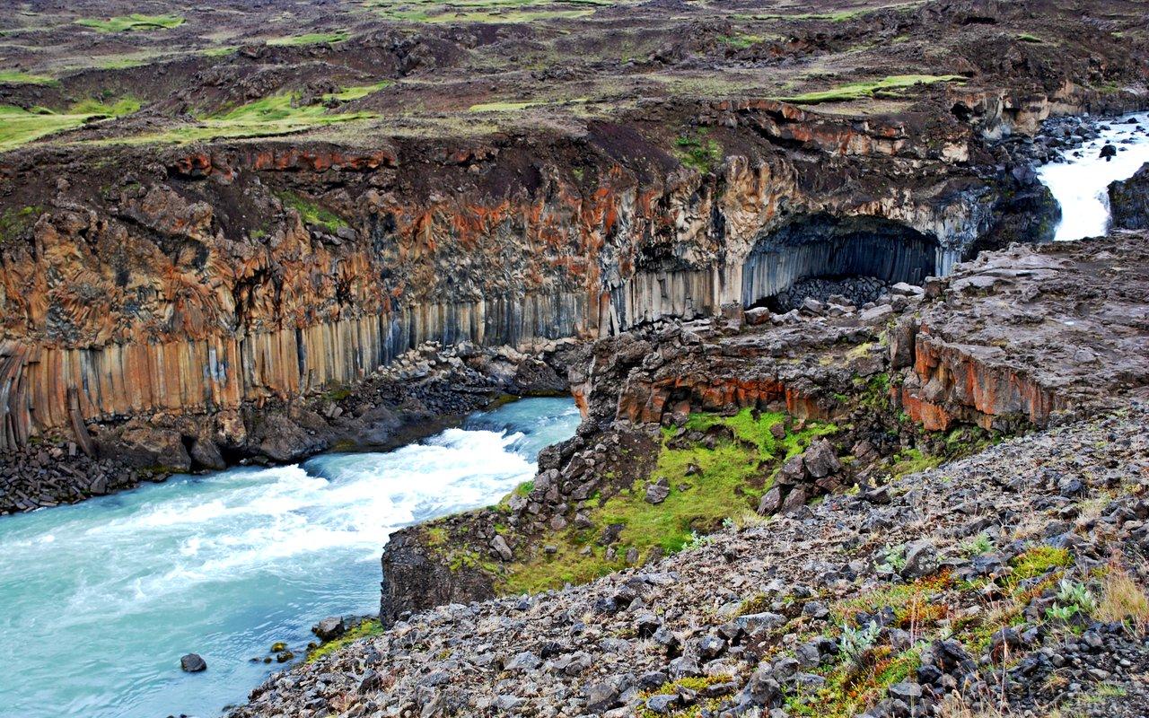 AWAYN IMAGE Aldeyjarfoss Hike