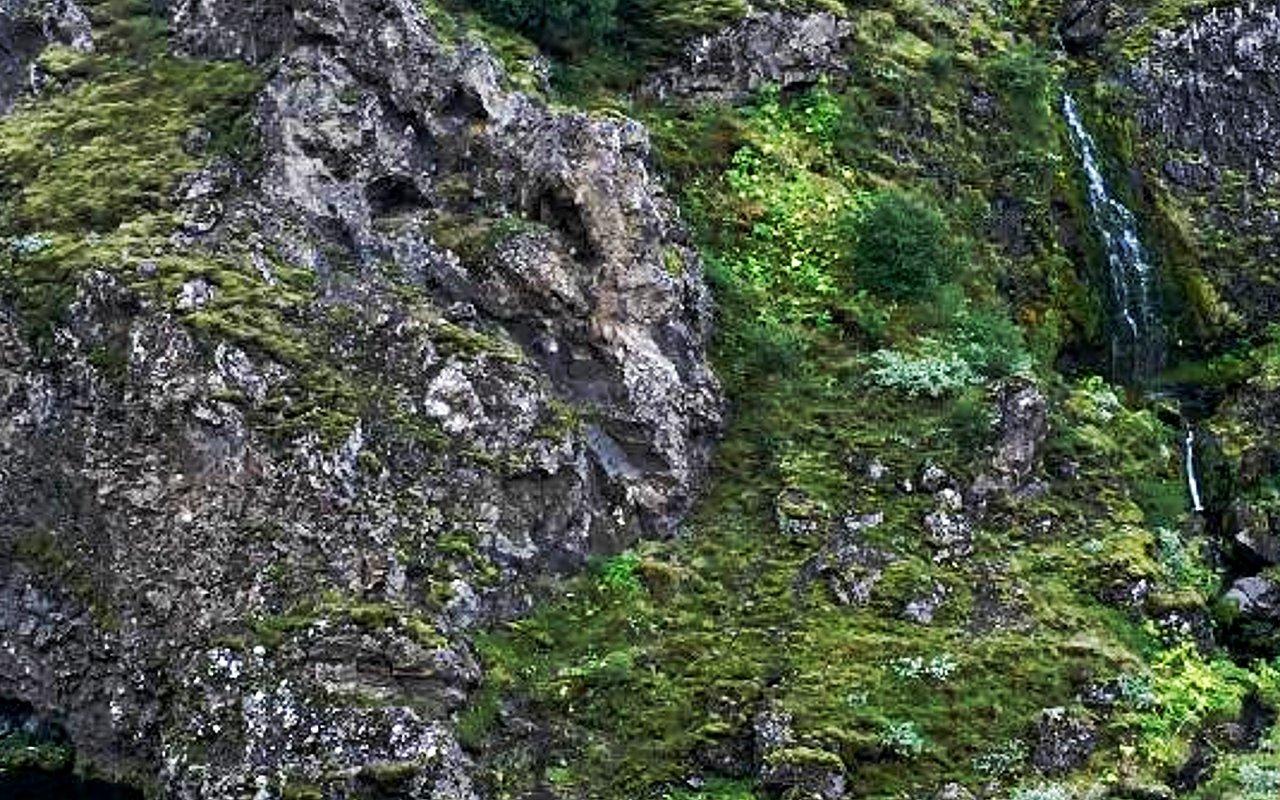 AWAYN IMAGE Hike Gjáin