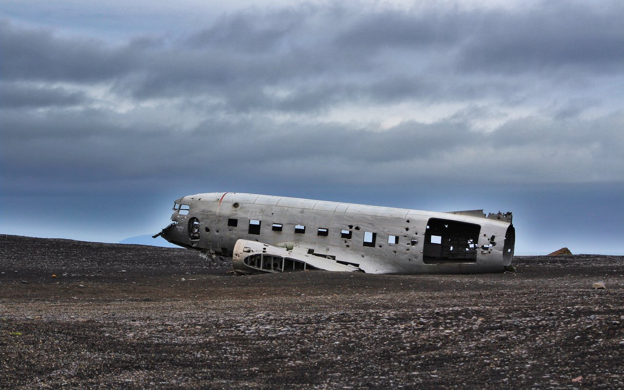 AWAYN IMAGE Capture The Famous Sólheimasandur Plane Crash