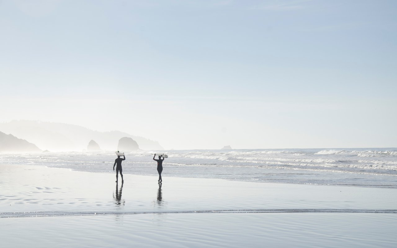 AWAYN IMAGE Surfing in Cannon Beach, United States
