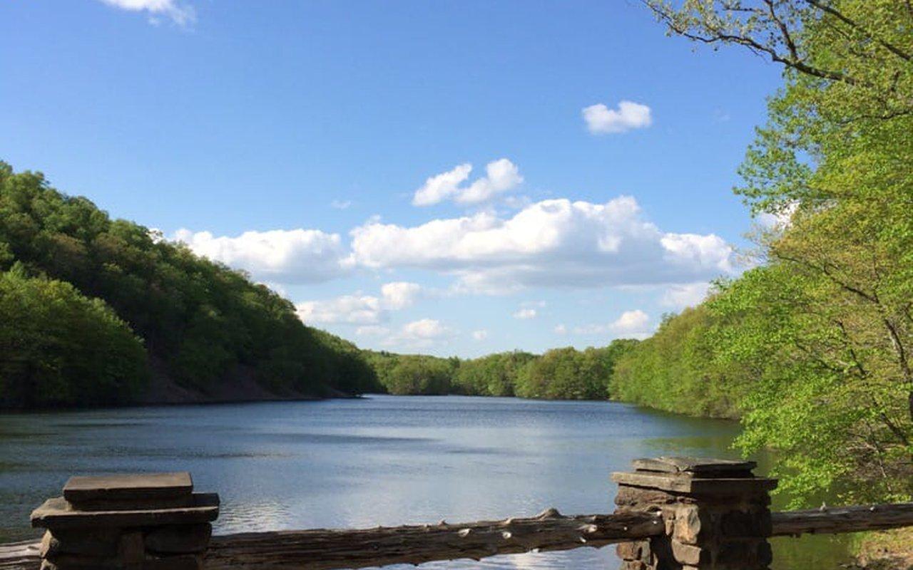 AWAYN IMAGE West Hartford Reservoir Loop