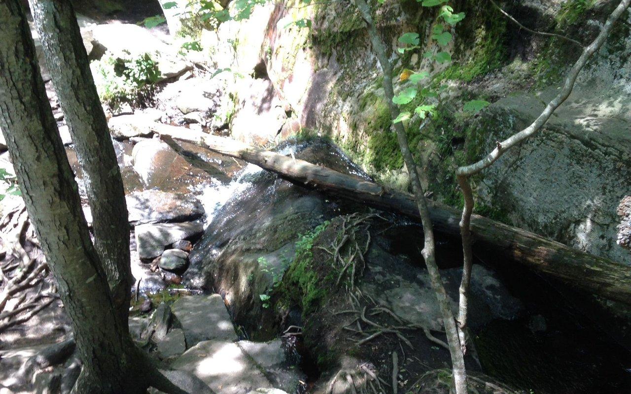 AWAYN IMAGE Hike Purgatory Chasm Trail