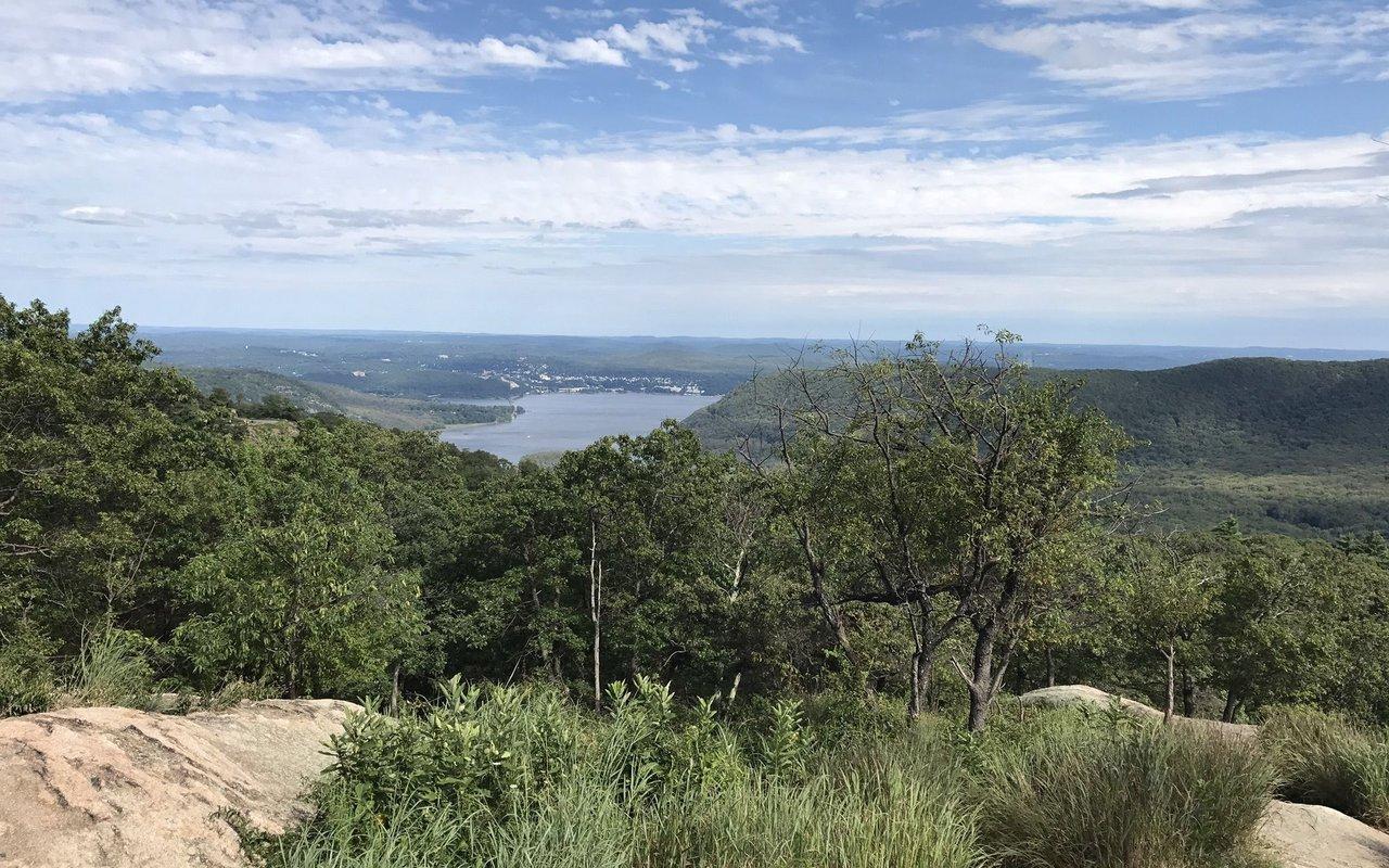 AWAYN IMAGE Hike Bear Mountain Loop Trail