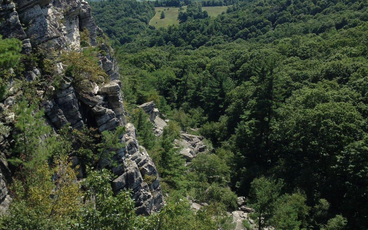 AWAYN IMAGE Hike to Bonticou Crag Trail