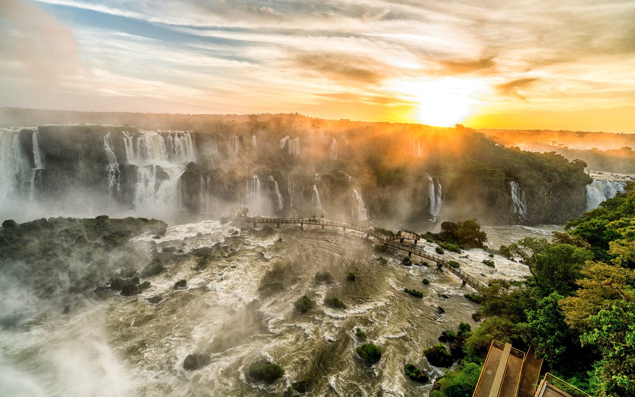 AWAYN IMAGE Visit Iguazu falls