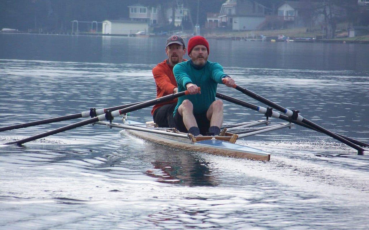 AWAYN IMAGE Rowing in Lake Washington
