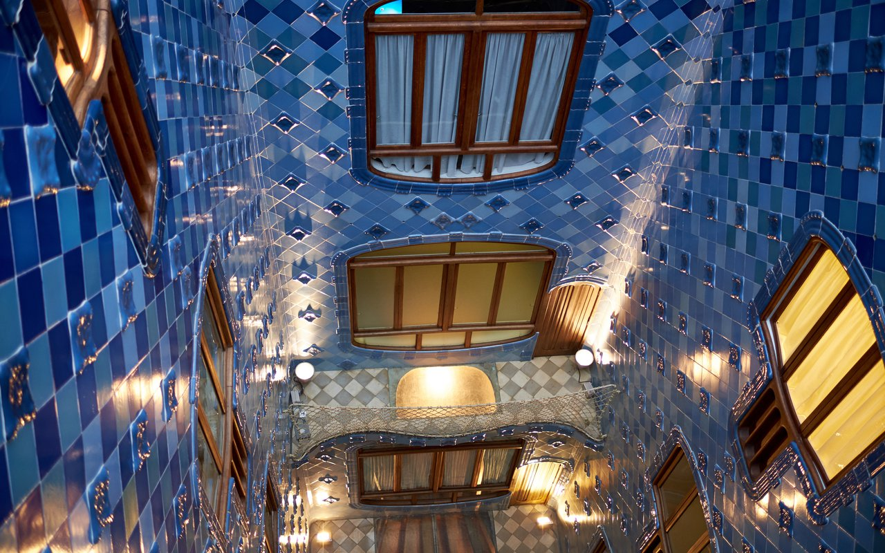 AWAYN IMAGE Photograph the Casa Batlló