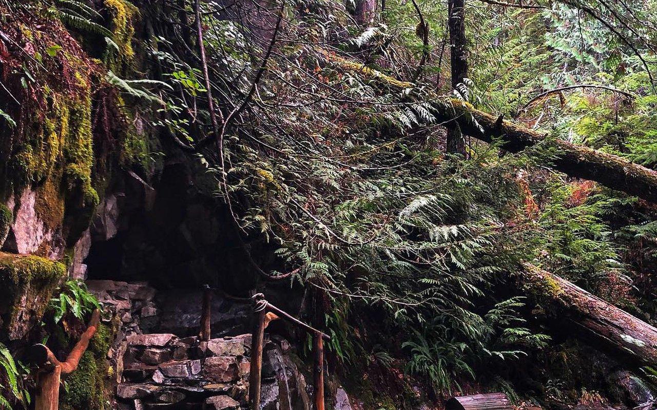 AWAYN IMAGE goldmyer hot springs