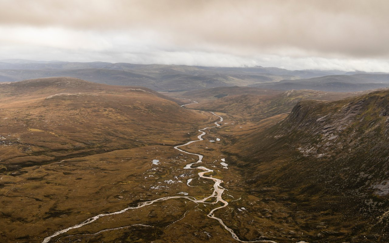 AWAYN IMAGE Hike to Cairngorm National Park