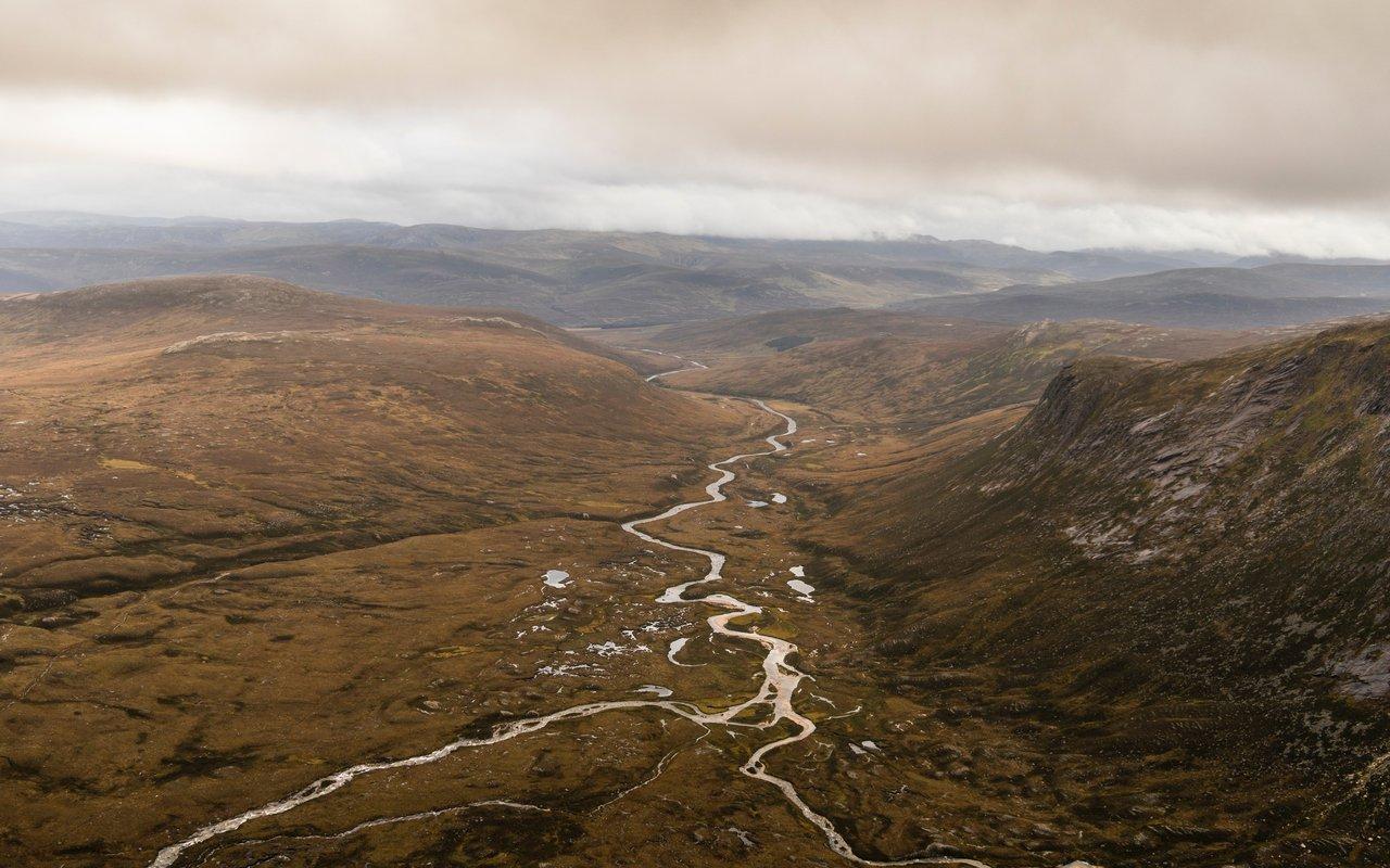 AWAYN IMAGE Hike to Cairngorm National Park