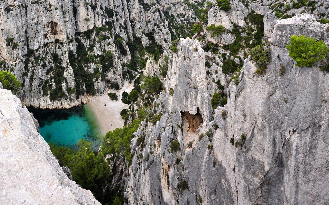 AWAYN IMAGE Kayaking to calanque d'En-Vau
