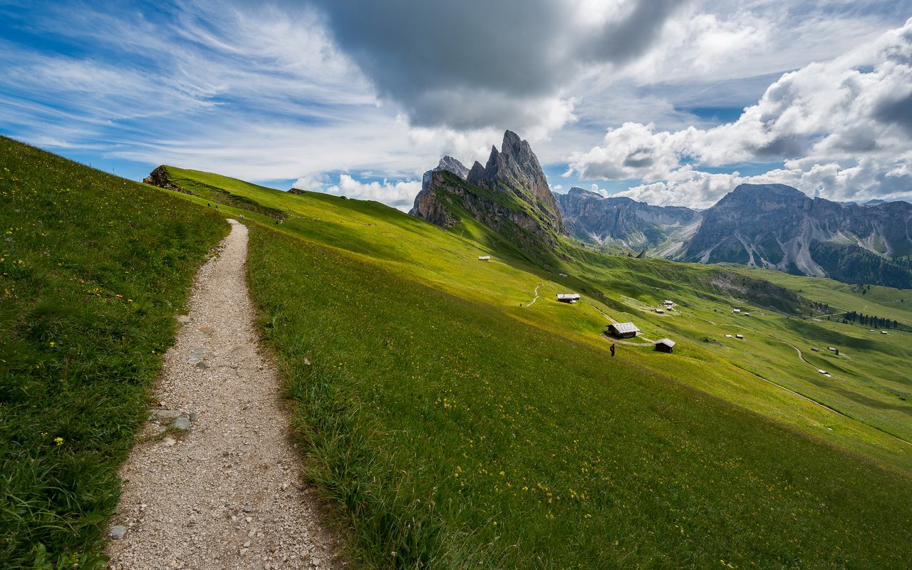 AWAYN IMAGE Hiking Seceda in Val Gardena