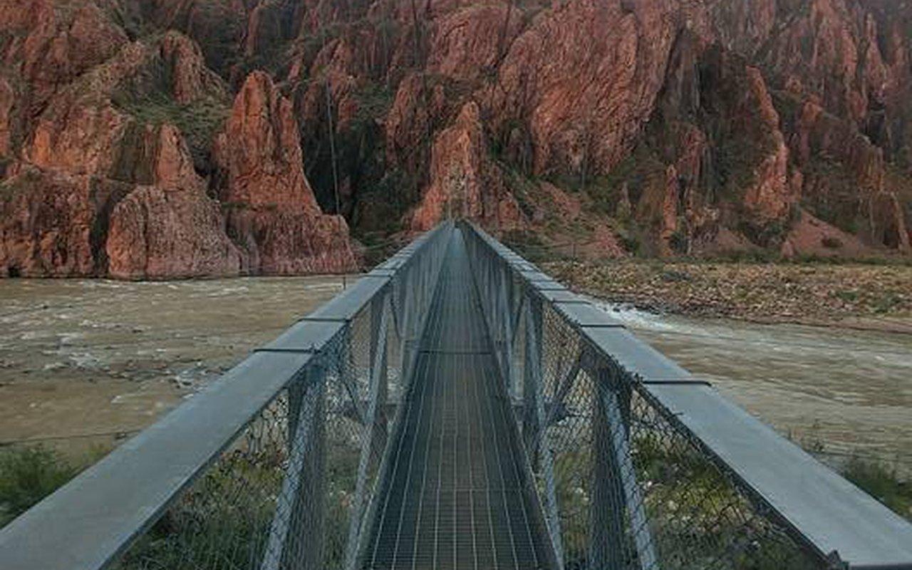 AWAYN IMAGE Phantom Ranch Hiking -Grand Canyon