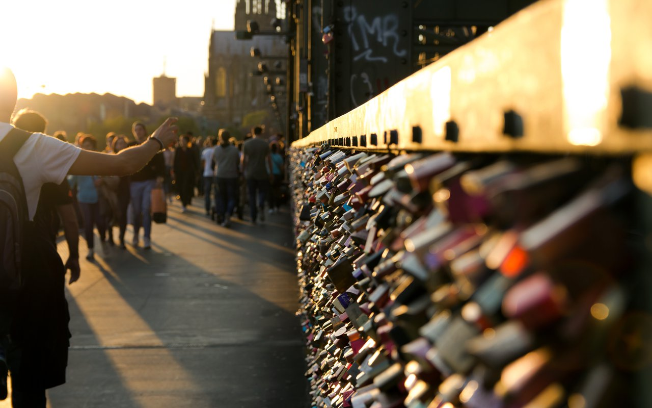 AWAYN IMAGE Cologne's Love Lock Bridge