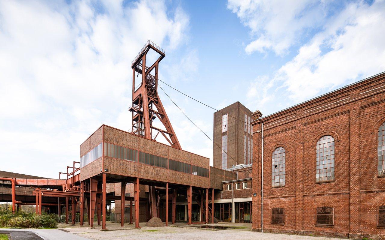 AWAYN IMAGE Zollverein Coal Mine Industrial Complex- A Treat to The Eyes in Essen
