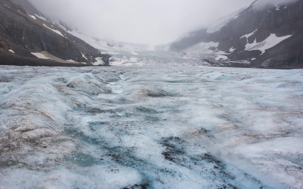 AWAYN IMAGE Visit the Athabasca Glacier