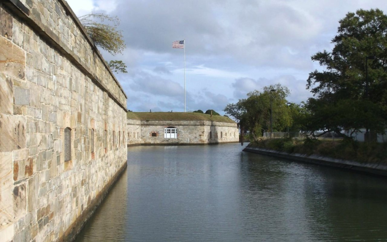 AWAYN IMAGE Fort Monroe Seawall Trail
