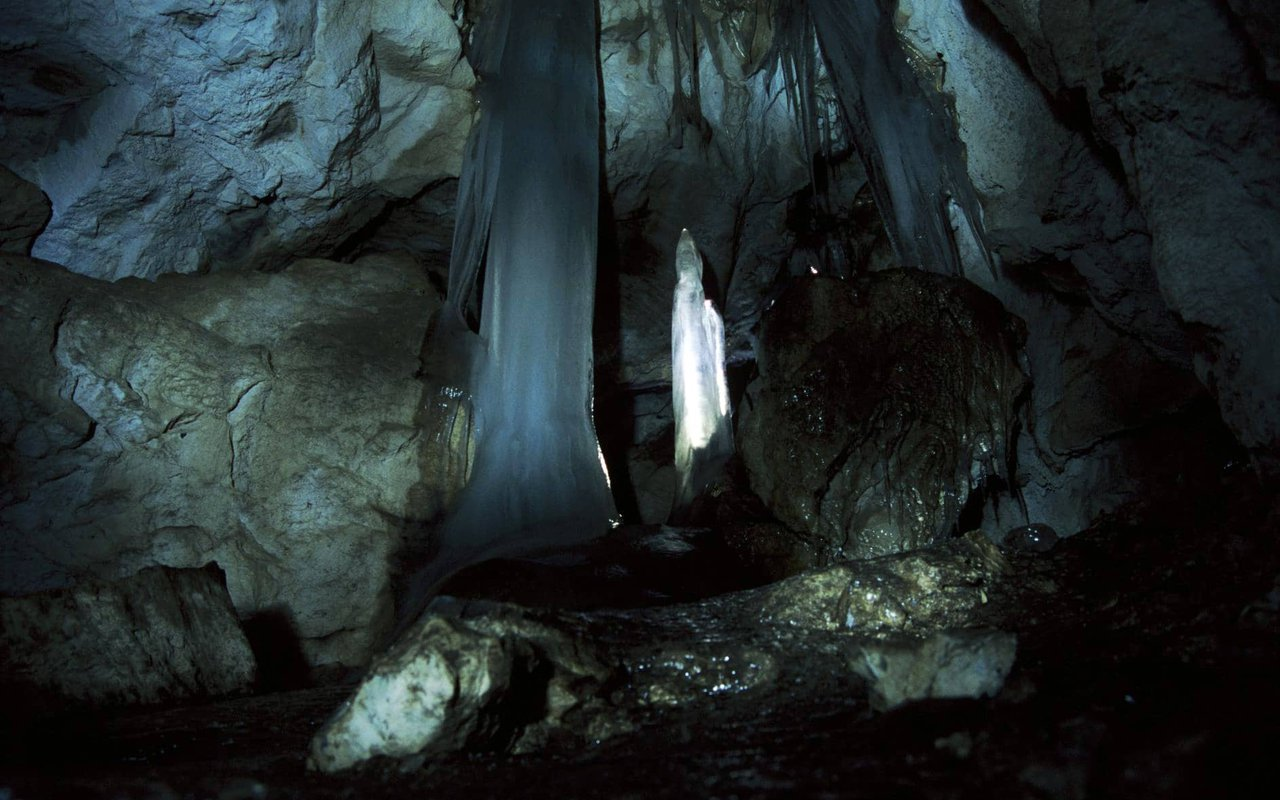 AWAYN IMAGE Fulford Cave Caving