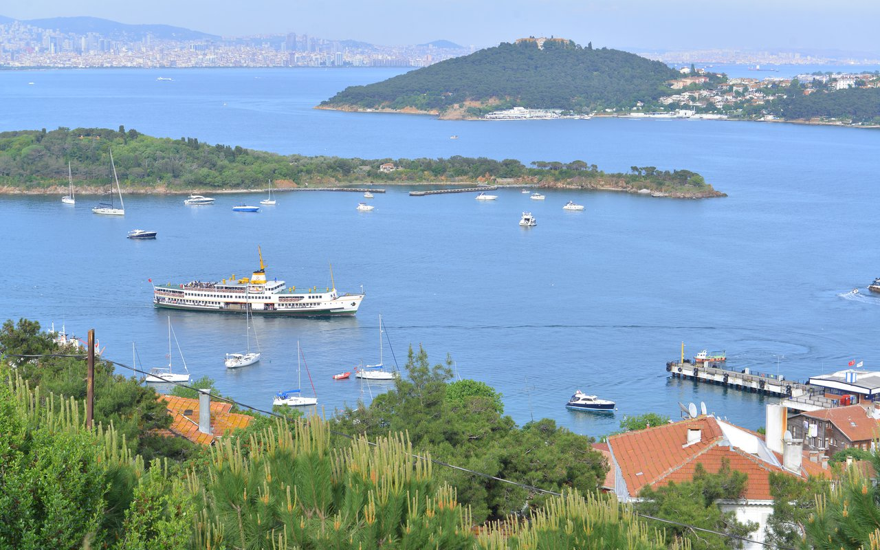 AWAYN IMAGE Heybeliada island, Marmara sea  the green biking paradise
