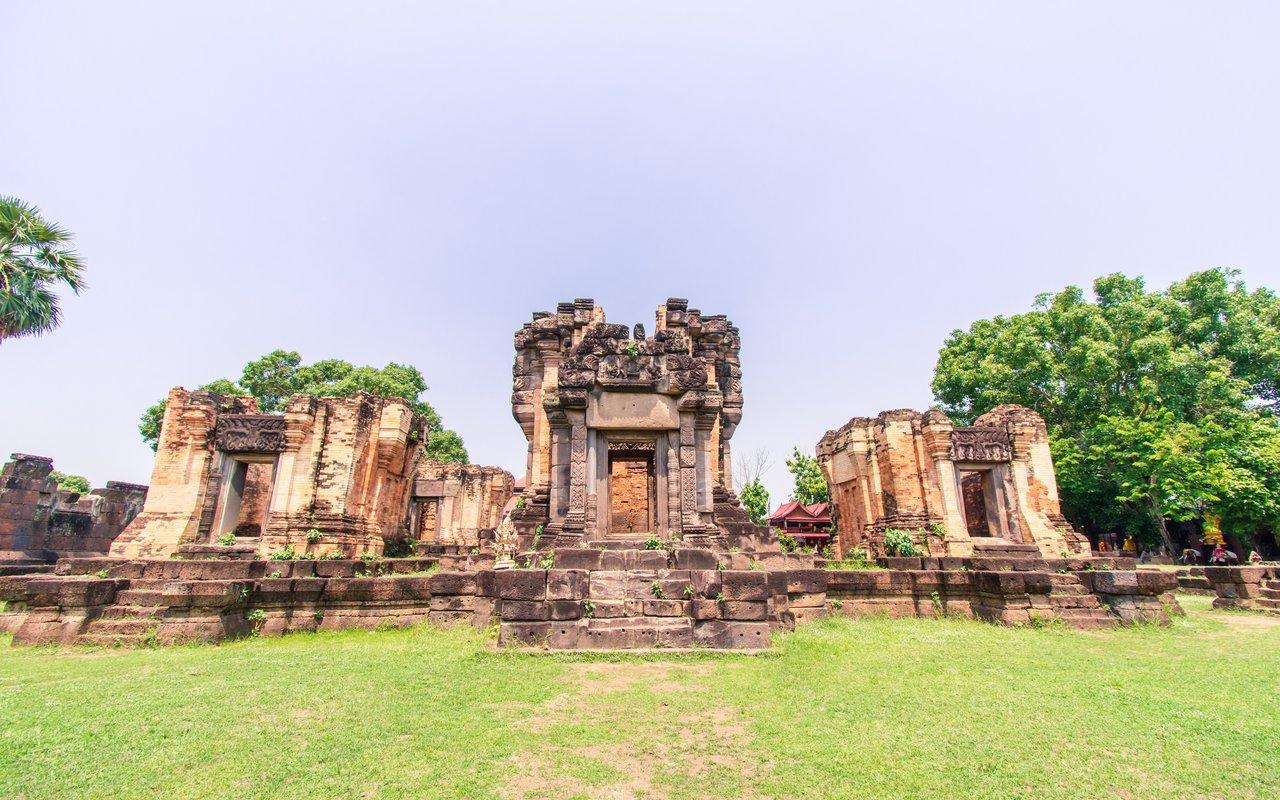AWAYN IMAGE Visit Wat Sa Kamphaeng Yai