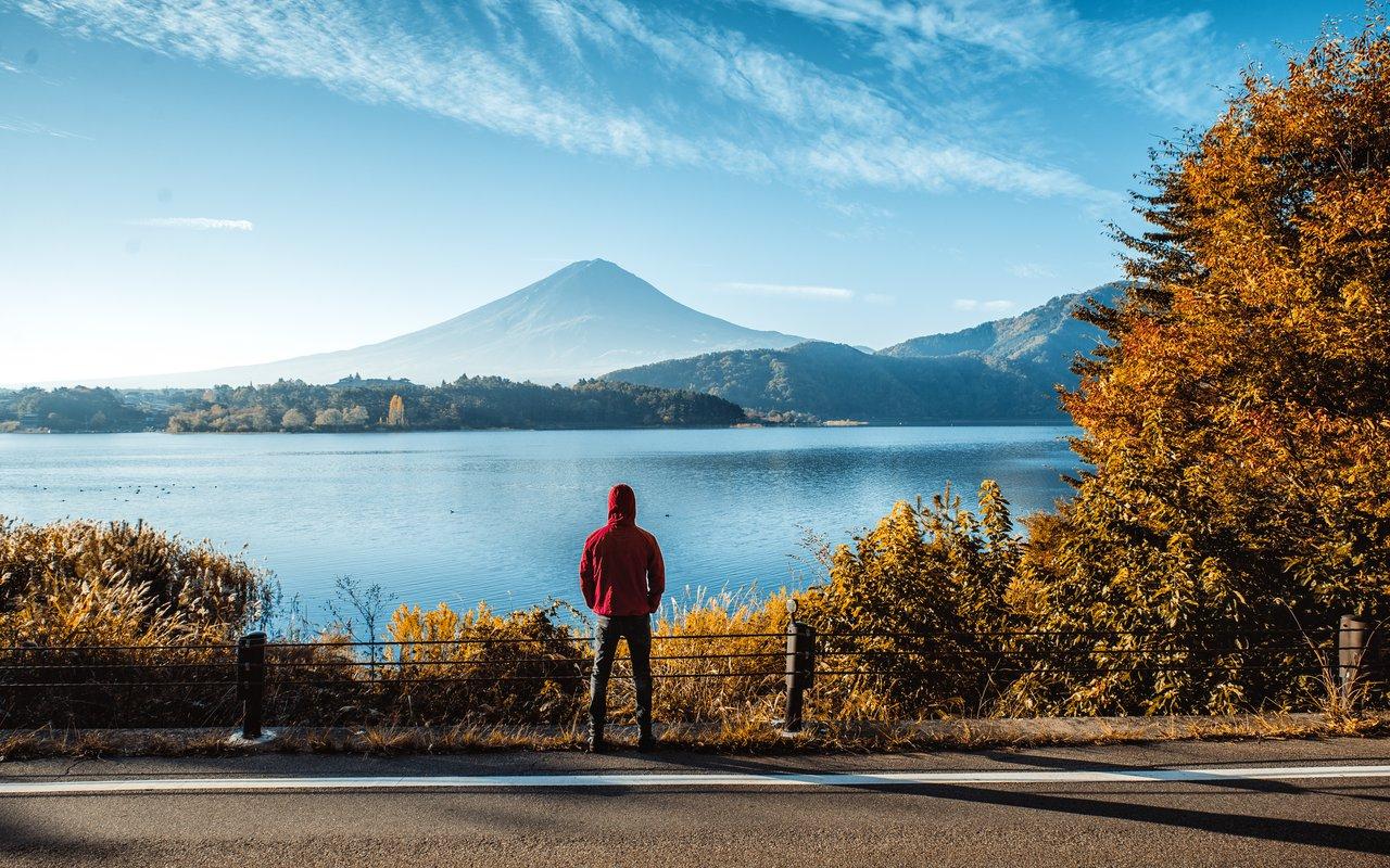 AWAYN IMAGE Visit Lake Kawaguchi Next To Mt. Fuji