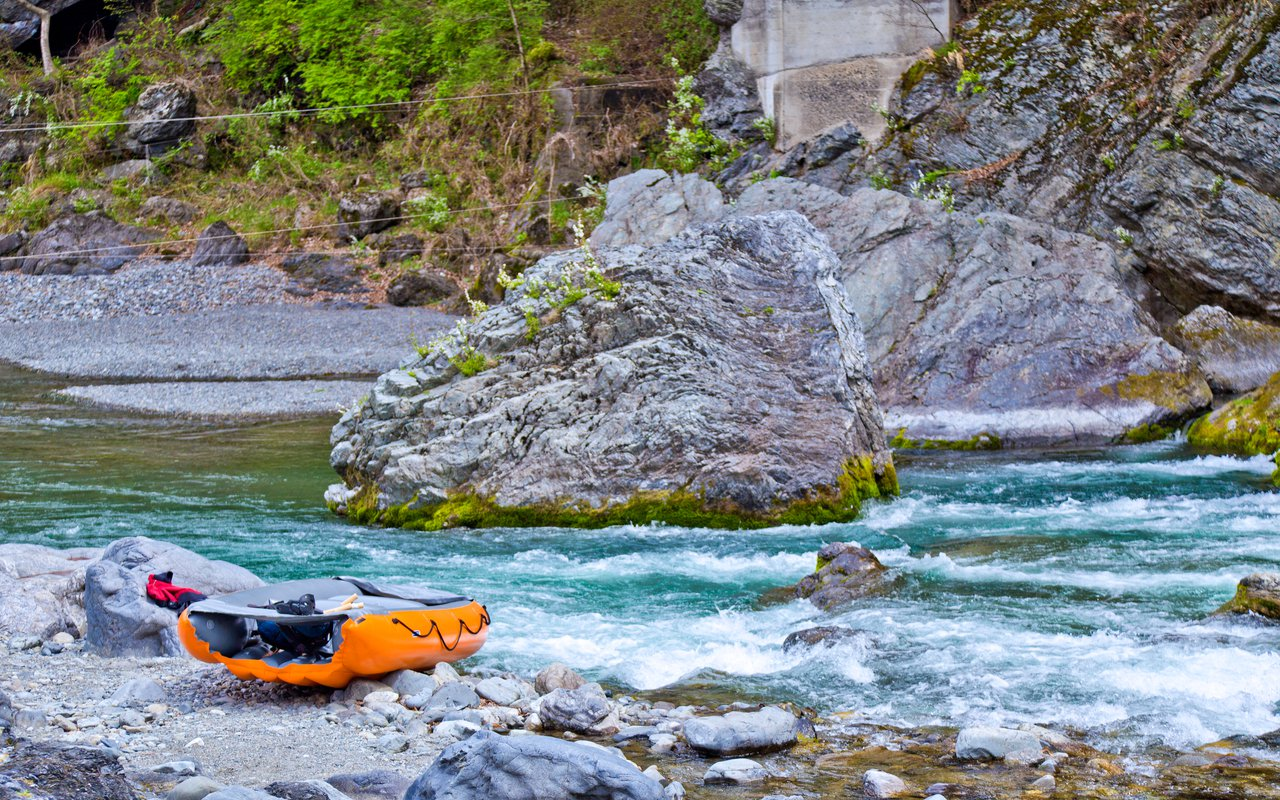 AWAYN IMAGE Kayak in The Tama River (多摩川)