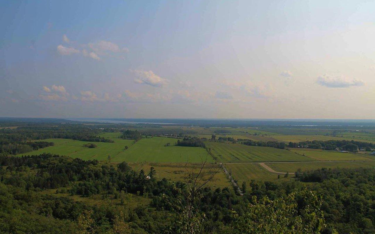 AWAYN IMAGE Hike in Luskville Falls Trail