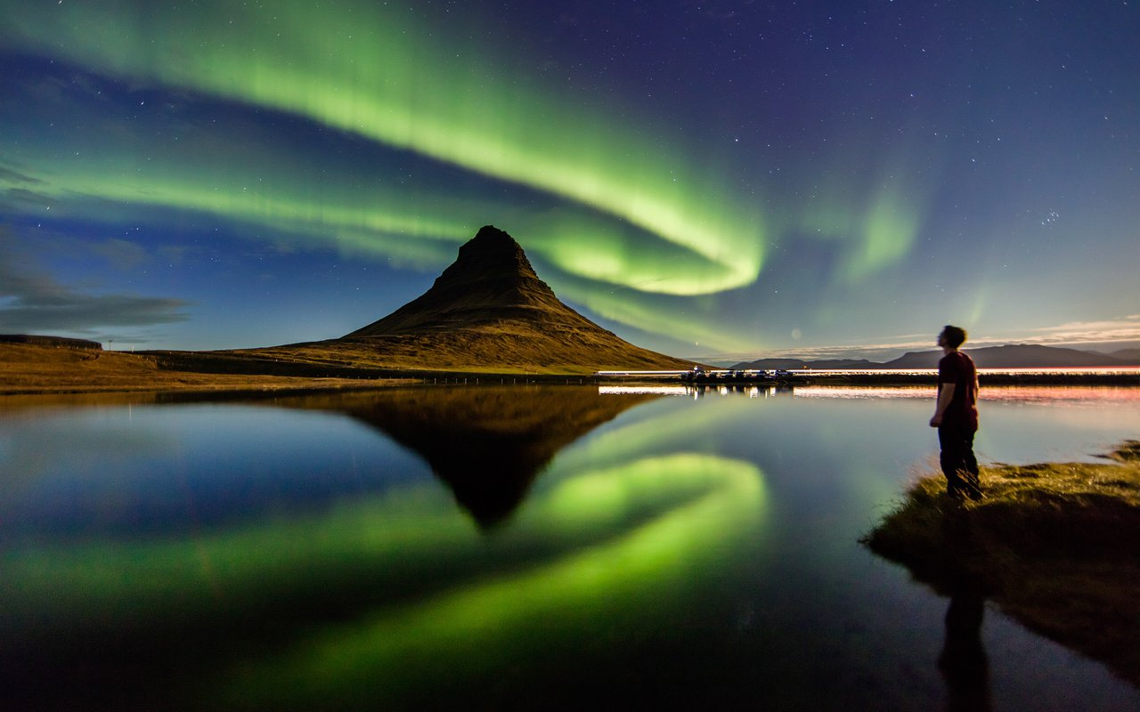 AWAYN IMAGE Shoot the Northern lights Mount Kirkjufell