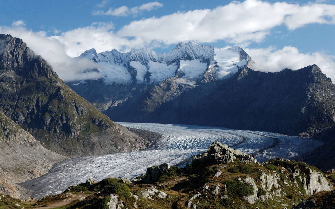 AWAYN IMAGE Hiking along the Aletsch Glacier