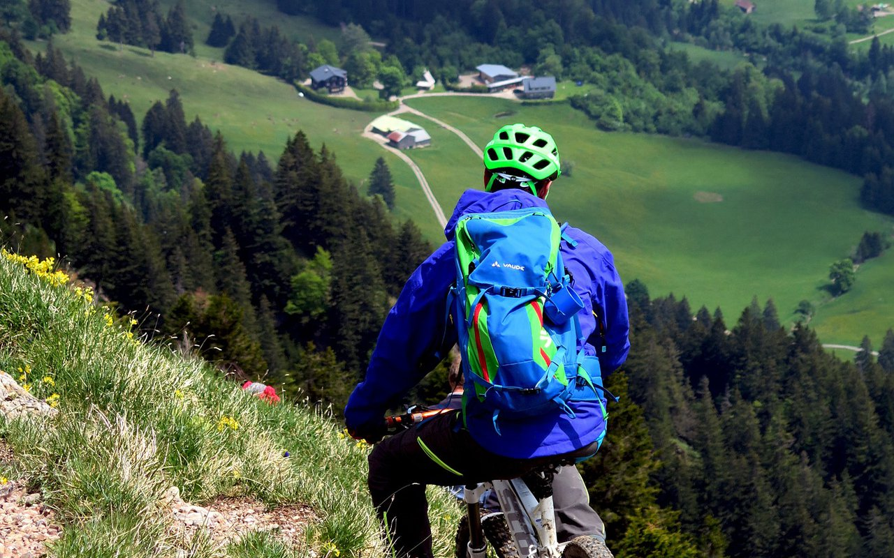 AWAYN IMAGE Mountain biking during the summer at Allgäu