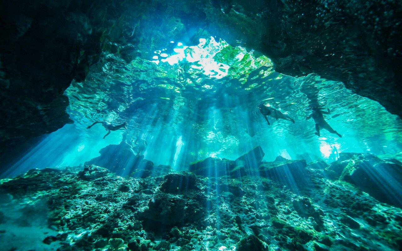 AWAYN IMAGE Scuba dive at Cenote Taj Mahal Riviera Maya