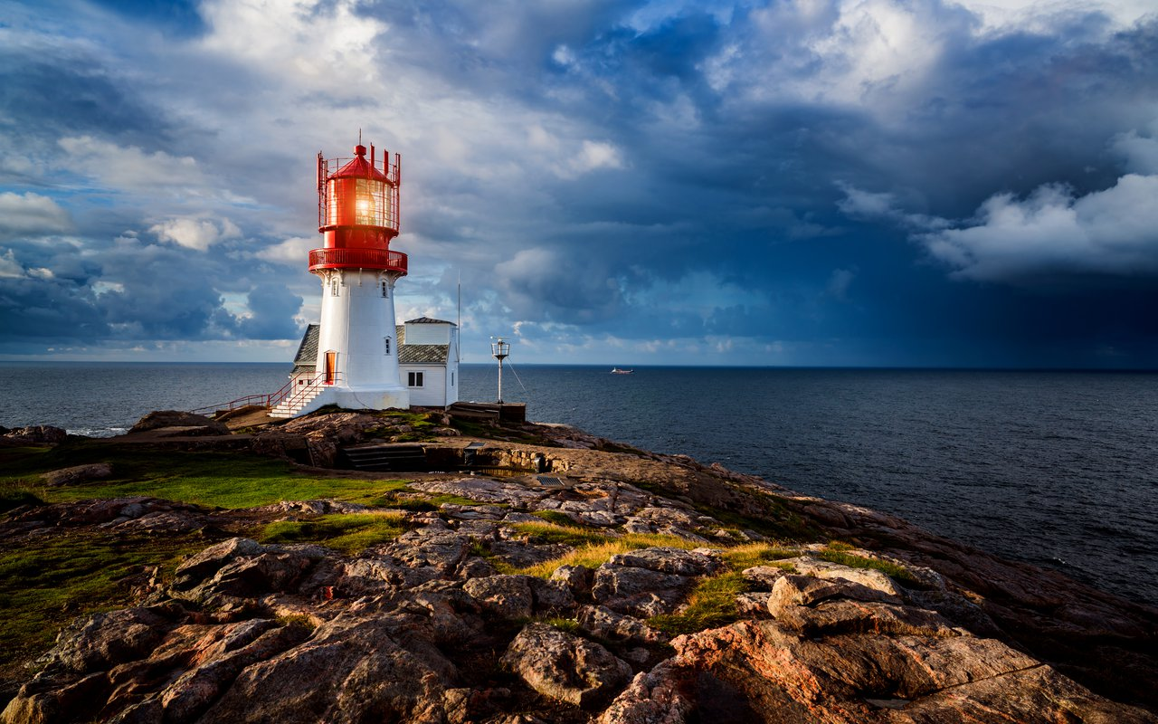 AWAYN IMAGE Get a view of Fyr Lindesnes Lighthouse