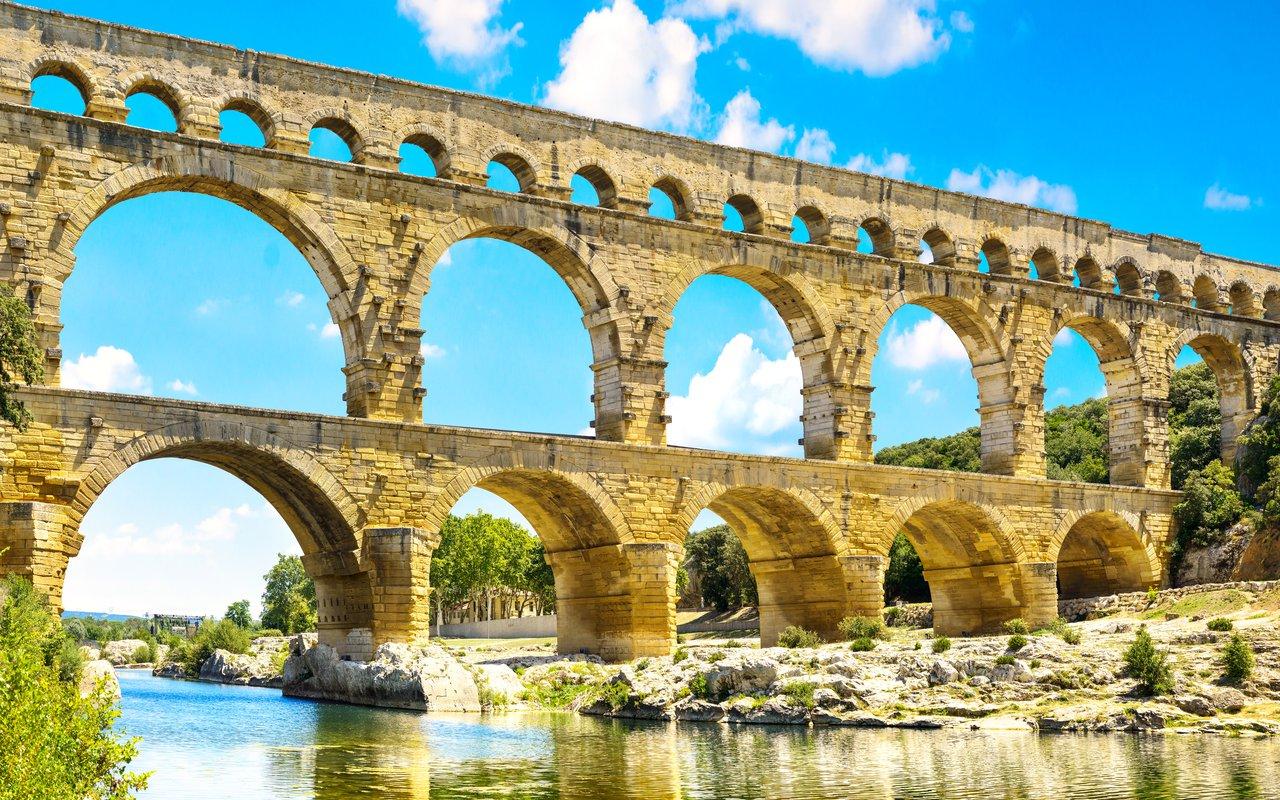 AWAYN IMAGE Pont du Gard Bridge