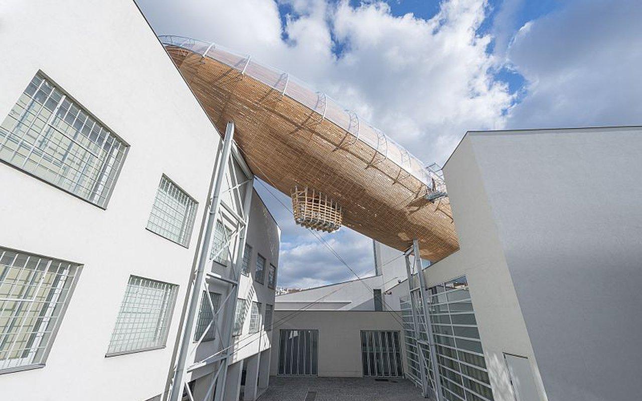 AWAYN IMAGE Gulliver Airship