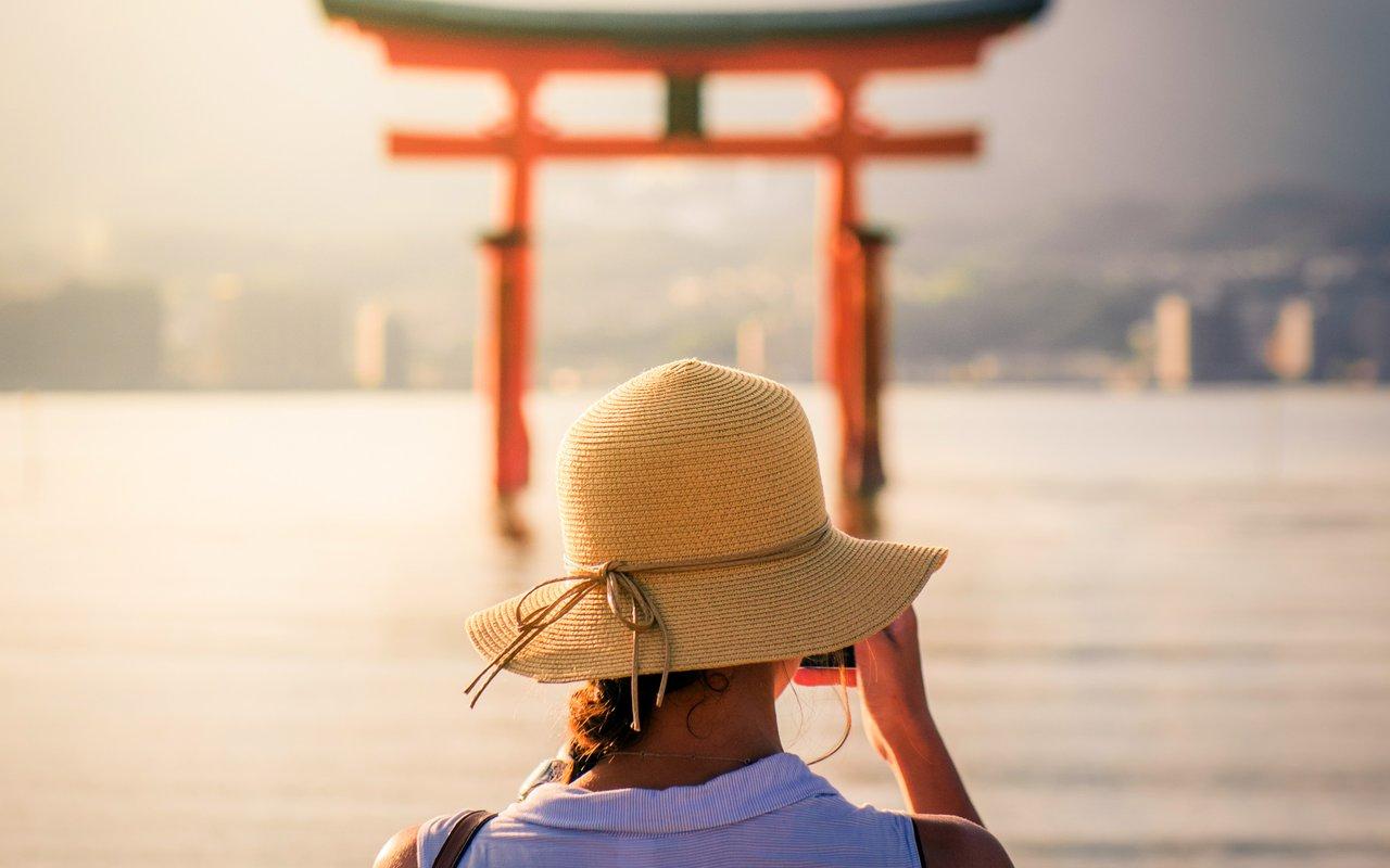 AWAYN IMAGE Walk around Itsukushima Shrine