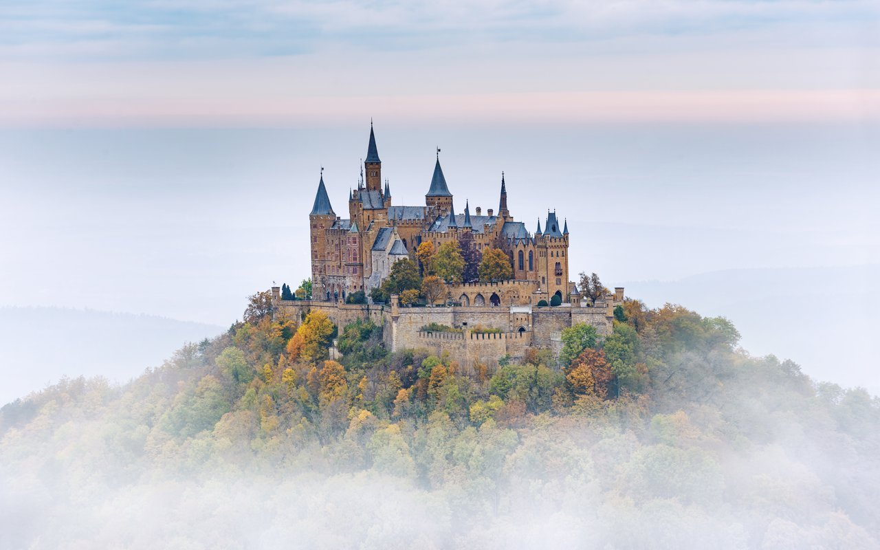 AWAYN IMAGE Day trip to Hohenzollern Castle