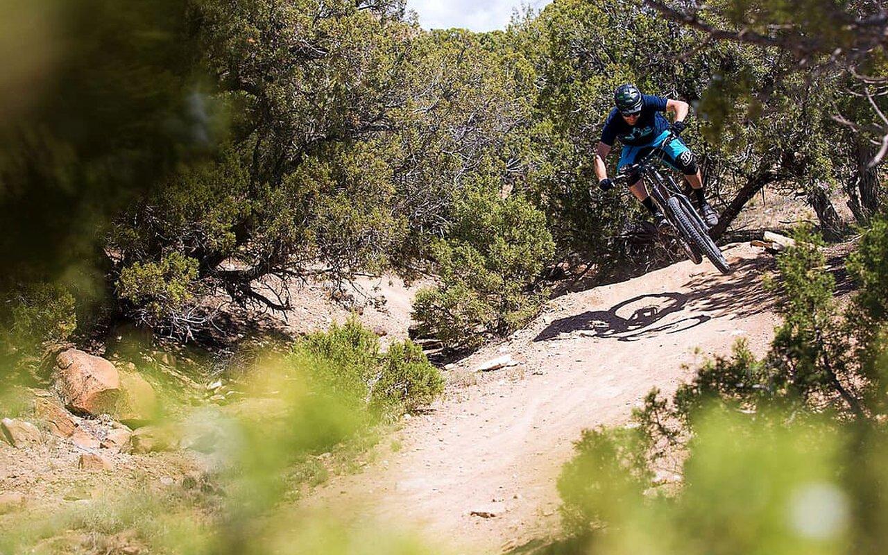 AWAYN IMAGE Cross-country mountain biking in Fruita