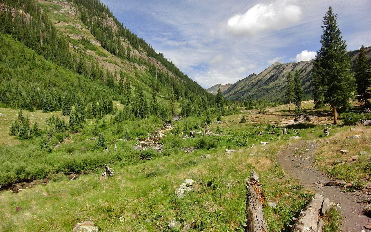 AWAYN IMAGE Crested Butte Hike